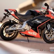 Aprilia-RS-125-Replica-SBK-2010-photo