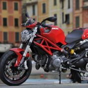 Ducati-Monster-796-2010-photo