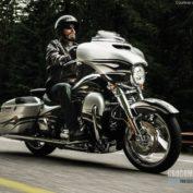 Harley-Davidson-CVO-Street-Glide-2015-photo