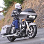 Harley-Davidson-Road-Glide-2017-photo