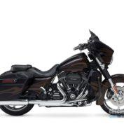 Harley-Davidson-Street-Glide-2015-photo