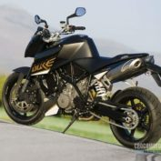 KTM-990-Super-Duke-2011-photo