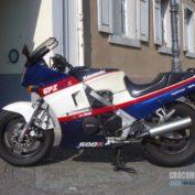 Kawasaki-GPZ-600-R-1984-photo