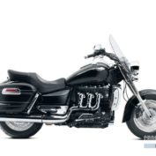 Triumph-Rocket-III-Touring-ABS-2012-photo
