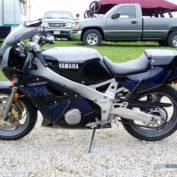 Yamaha-FZR-400-1988-photo