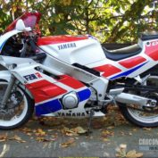 Yamaha-FZR-400-1989-photo