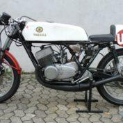 Yamaha-RD-250-1977-photo