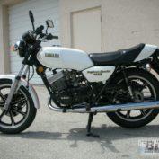 Yamaha-RD-400-1979-photo