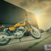 Yamaha-SR400-Stallion-and-Bronco-2015-photo